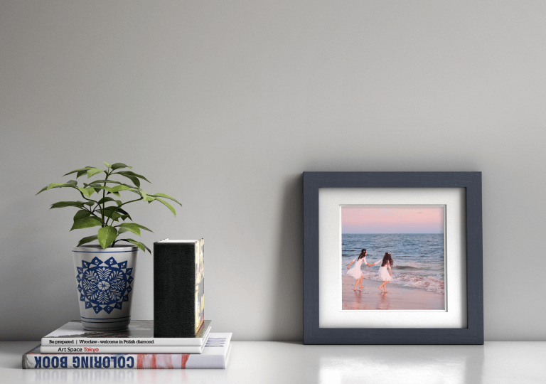 WHCC Distressed Frame in Navy, Photo: Sara Oberlander
